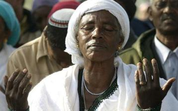 ethiopian-jewish-woman-in-jerusalem-praying